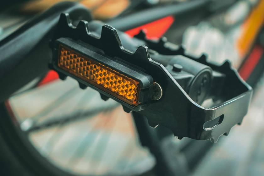 Das Bild zeigt eine Pedale, die sich auf das Sportgerät Pedaltrainer bezieht.